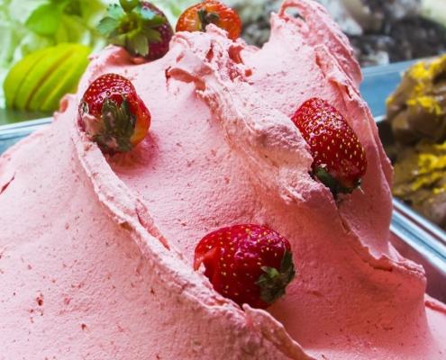 بستنی جلاتو توت فرنگی